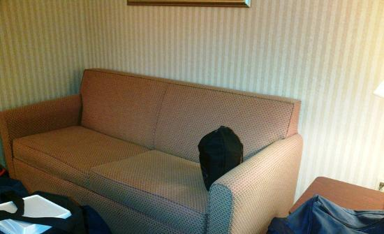 Holiday Inn Express Brighton: Sitting sofa in guest room