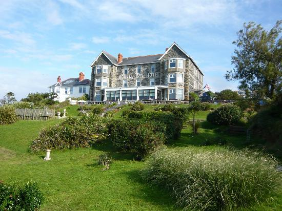 Housel Bay Hotel & Restaurant: HBH from the gardens