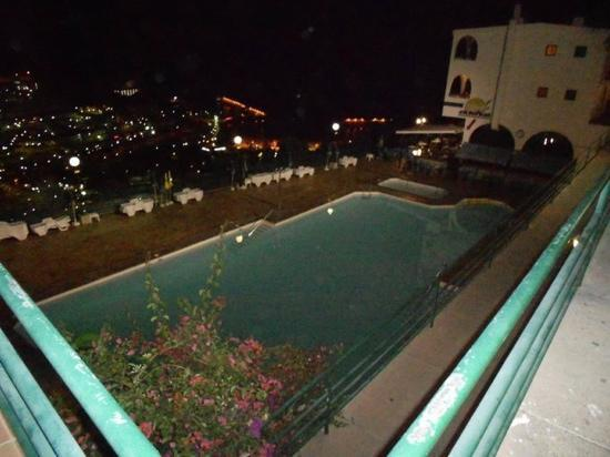 Colina Mar Apartments: view off pool