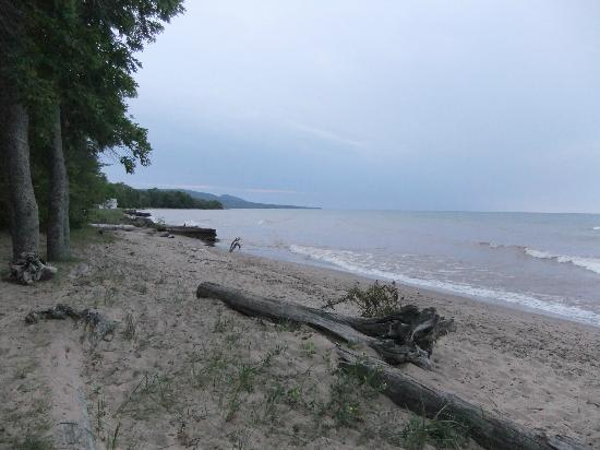 Ontonagon, MI: beach out front of the hotel nice!