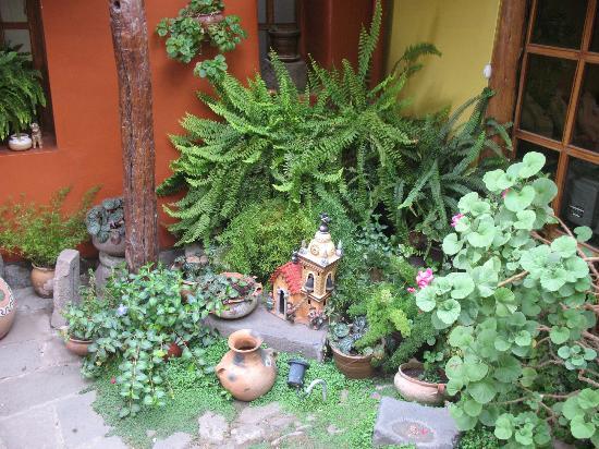 Hostal Llipimpac: Detalle de uno de los patios
