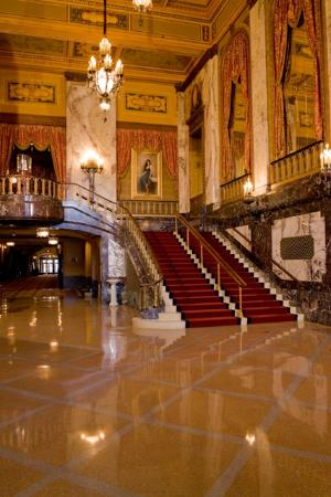 Shea's Performing Arts Center: Shea's Grand Lobby