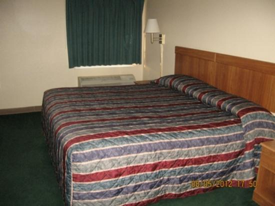 Super 8 Sapulpa/Tulsa Area: King bed