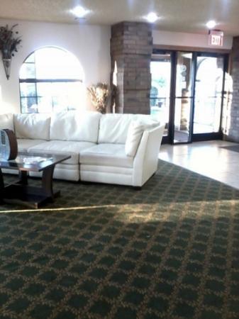 Super 8 Sapulpa/Tulsa Area: Lobby from the breakfast bar