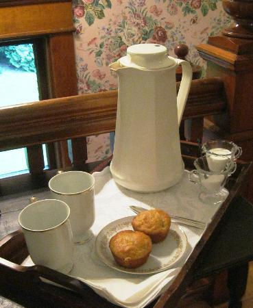 Bridgewalk Bed & Breakfast : coffee and muffins for early risers