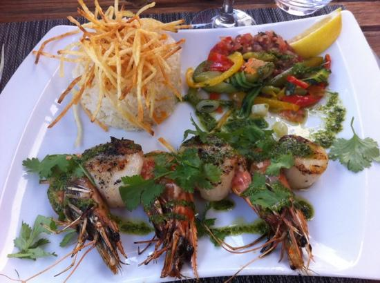 Restaurant Grand Baie : brochette de gambas et st Jacques