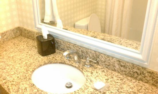 ‪‪Hilton Garden Inn Myrtle Beach/Coastal Grand Mall‬: bathroom sink