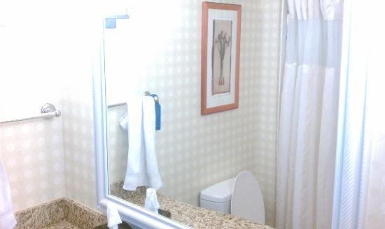 ‪‪Hilton Garden Inn Myrtle Beach/Coastal Grand Mall‬: bathroom