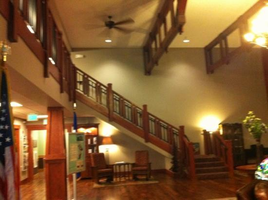 Timberlake Lodge Hotel: lobby staircase