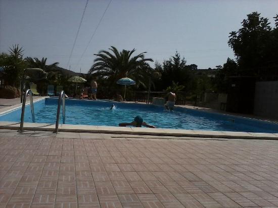 Villa Splendore : la piscina, nn grande, ma anche quì ottimo il servizio di coloro che si occupano della pulizia e