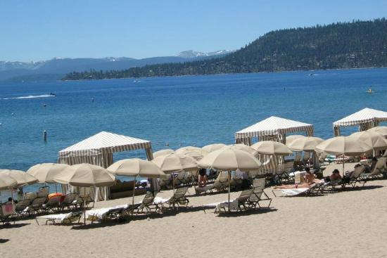 Hyatt High Sierra Lodge: great bar service on the beach