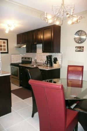 Coral Beach Hotel and Condos: kitchen