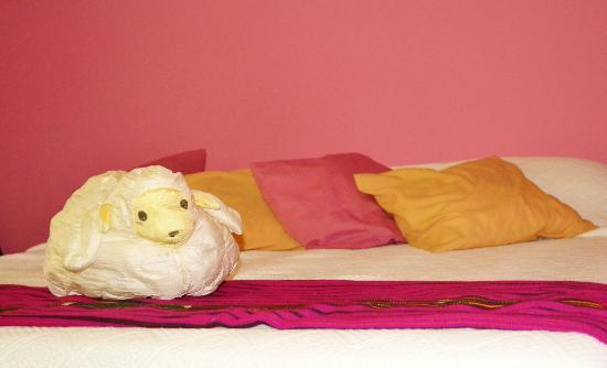 Villagio Verde: Sheep on the bed! Like! :-)