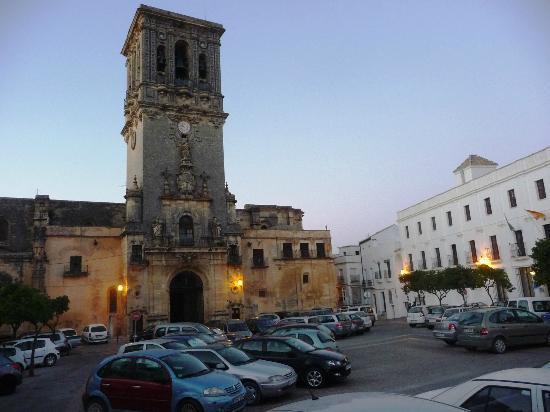 Parador Arcos de la Frontera: Front of hotel