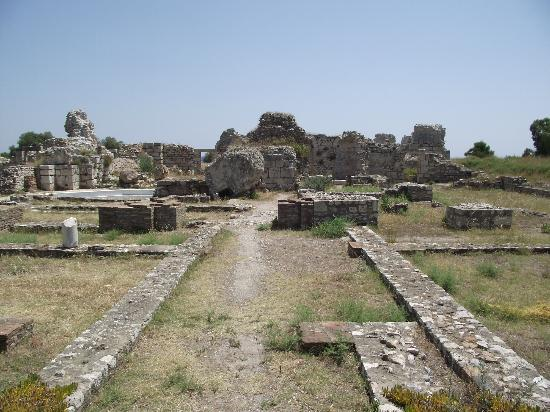 Villa Anna Studios: Ruins of Baths on the road to Pythagorion.