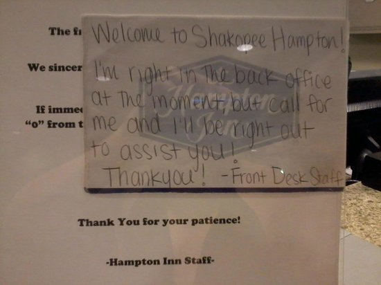 Hampton Inn Minneapolis/Shakopee: Note at front desk