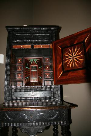 Bocage Plantation: Cabinet