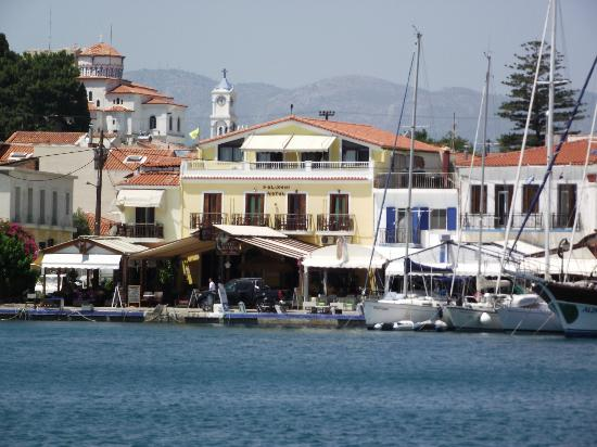 Villa Anna Studios: The harbour and church at Pythagorion.