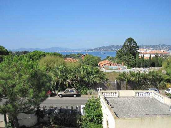 Hotel Beau Site: View toward Juan les Pins and Cannes