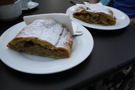 Senfter's Cafe Bistro: Fettina di strudel ?????