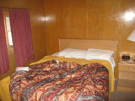 Yellowstone River Motel: another bedroom