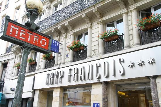 TRYP Paris Opera Hotel: Just at metro stop