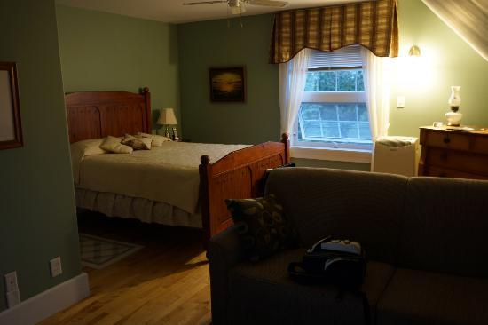 Baker's Chest Tearoom and B&B: Our beautiful room!