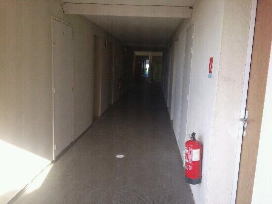 Hôtel balladins Poitiers/Jaunay-Clan : l'affreux couloir du 1er ?tage