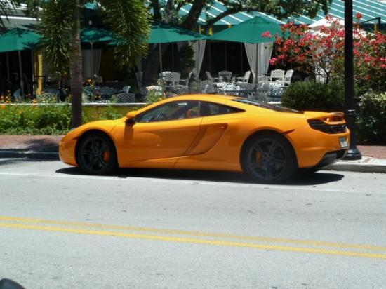Third Street South: Nice car !!!!