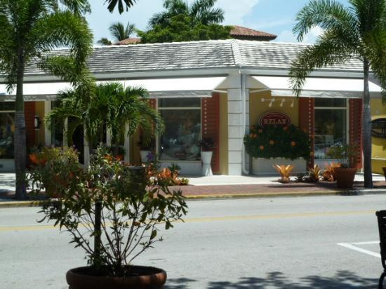 Third Street South: Thommy bahama relax