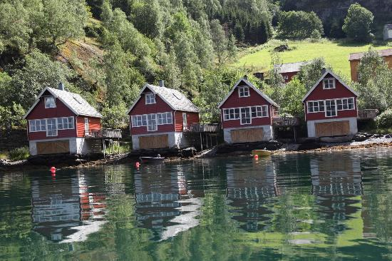 Fretheim Fjordhytter: View of Cabins from the fjord
