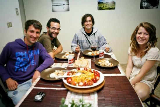 Hostel Urbano: dinner with friends