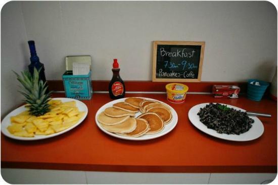 Hostel Urbano: weekends breakfast