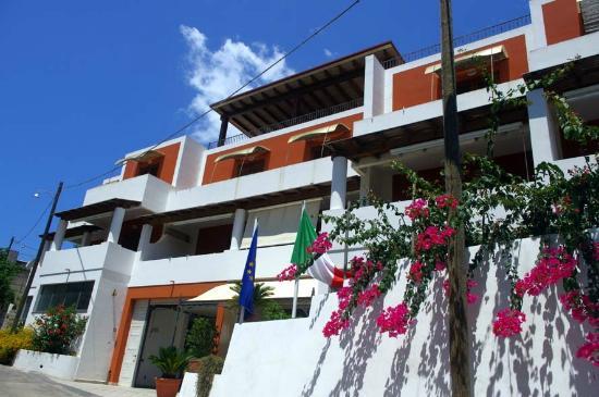 Residence-Hotel Baia Portinenti: facciata