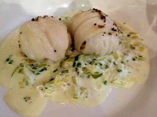 Room 9: the sole with crayfish filling on a bed of leeks in cream. Wonderful!