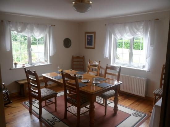 Oakfield Guest House: breakfast room