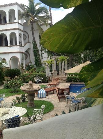 """Casa Bella Boutique Hotel: """"La zona de la piscina, un jardín muy tranquilo"""""""