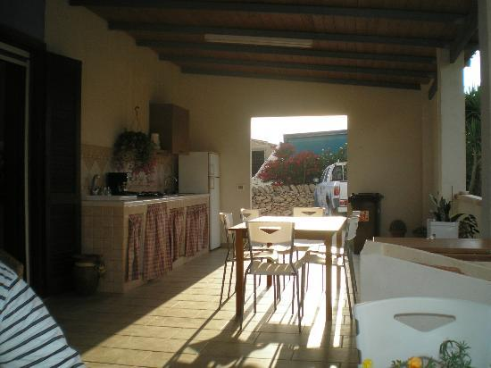 Veranda con cucina - Picture of Villa Francesco, Santa Croce ...