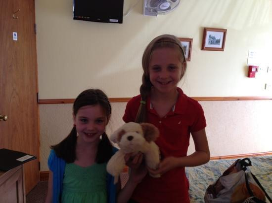 The Malthouse B&B: Lauren, Emma & Toto the Guard Dog ;-)