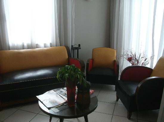 Hotel Albert 1er Cannes: Sitting area near entry