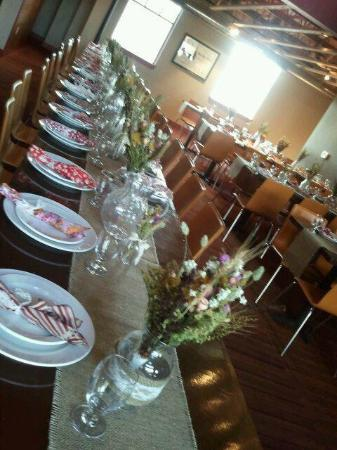 Brickhouse BBQ: reception tables