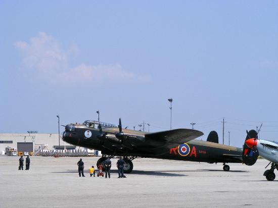 Mount Hope, Canadá: Lancaster getting ready for take off