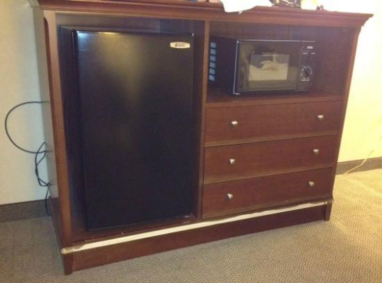Comfort Inn & Suites : Tattered entertainment center