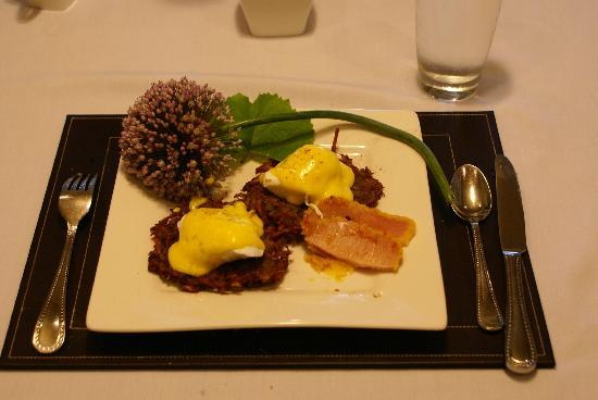 Bee & Thistle Guest House: Breakfast