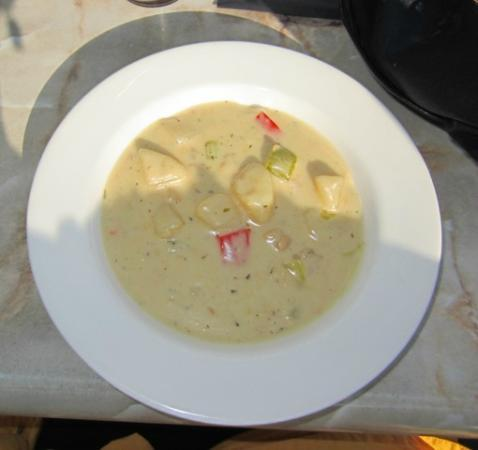 Iven's on the Bay: Iven's famous (in the area) clam chowder