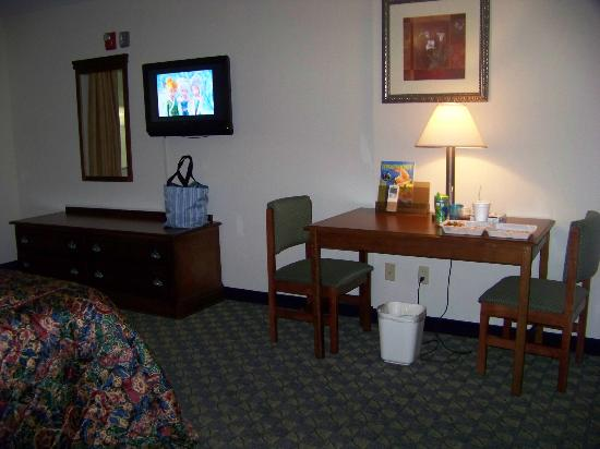 Castle Rock Resort & Waterpark: the table and tv