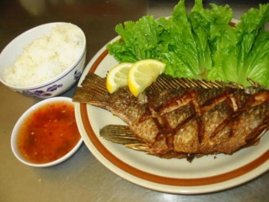 My Place Restaurant: Tilapia deep fried serve with steam rice and sauce
