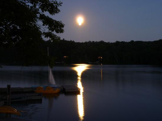 Sunny Point Resort, Cottages & Inn : Peaceful Night