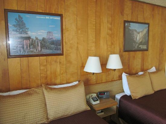 Virginian Lodge : room art