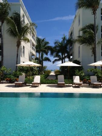 Le Vele Resort : looking from pool to the beach